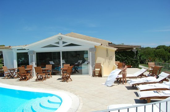Cento Ulivi: Pool/Beach area