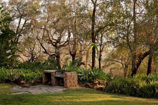 Tamboti Ridge Bed & Breakfast: Braai facilities for self-catering guests