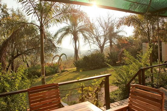 Tamboti Ridge Bed & Breakfast: Views up the Pongola River, lovely subtropical garden