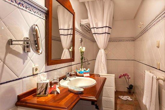 Hotel Cala Sant Vicenc: Baño Habitación Doble Superior
