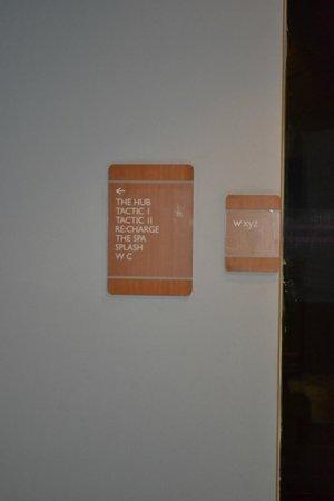 Hotel 6 Chandigarh Zirakpur: Sign Boards