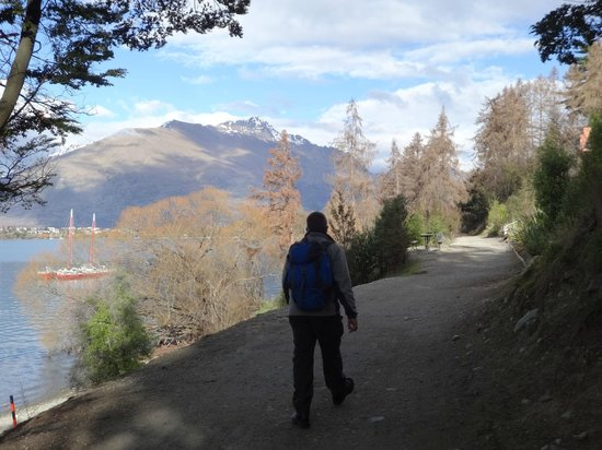 Larch Hill Homestay Bed and Breakfast: The scenic walk to Queenstown from Larch Hill