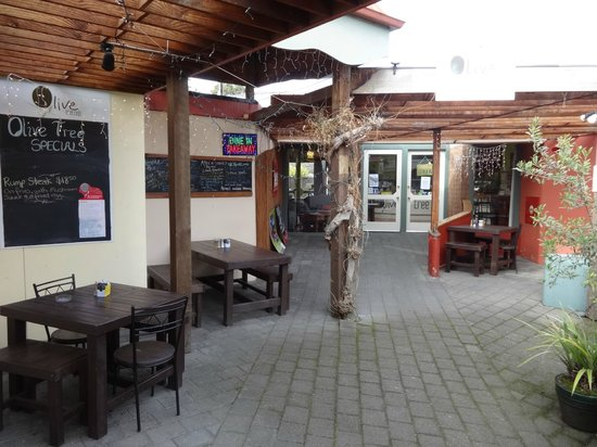 Olive Tree Cafe : Outdoor seating at front of premises