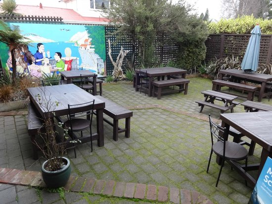 Olive Tree Cafe : Outdoor seating at rear of premises