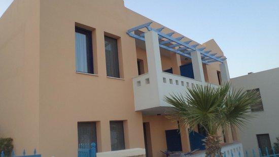 Sea Breeze Hotel Apartments: πρόσοψη συγκροτήματος