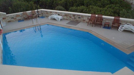 Sea Breeze Hotel Apartments: η πισίνα