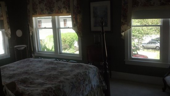 Centennial House Bed and Breakfast: Windows-galore!
