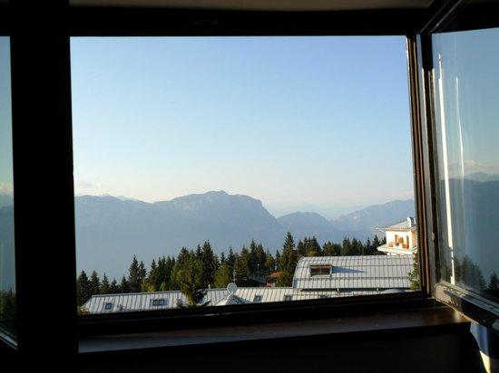 Dolomiti Chalet Family Hotel: Vista delle Dolomiti dalla stanza, sicuramente un bel risveglio...