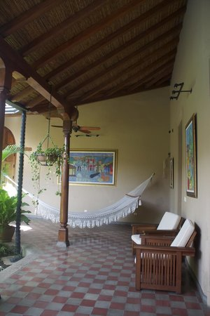 Backpackers Inn: common area