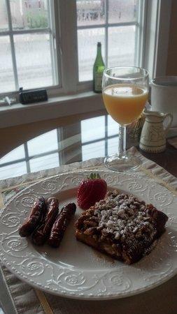 Centennial House Bed and Breakfast: Gourmet breakfast