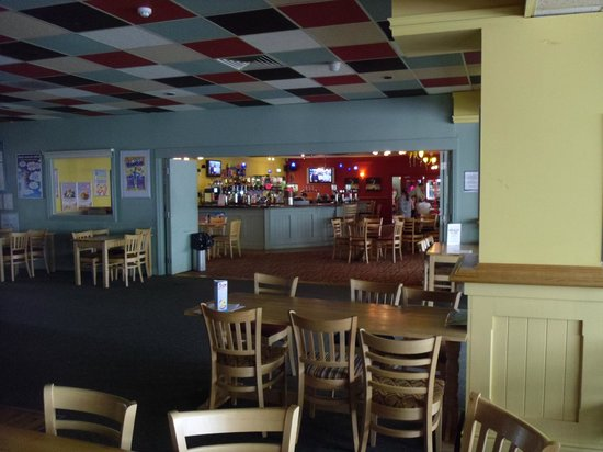 Suffolk Sands Holiday Park - Park Holidays UK: the bar at The Felix Club
