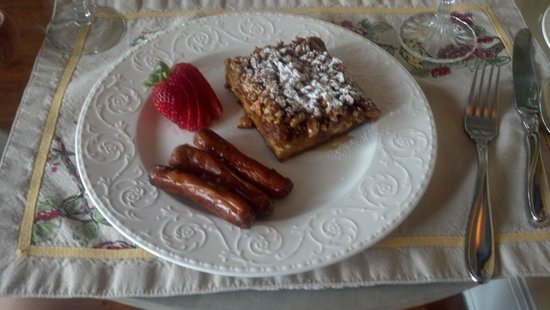 Centennial House Bed and Breakfast: Yum!