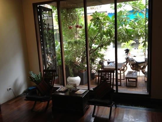 Frangipani Spa: reception area