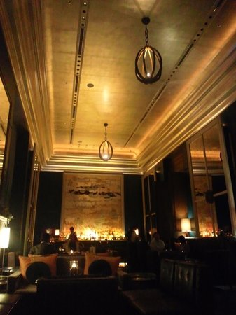 St. Regis Bar : 夜の店内