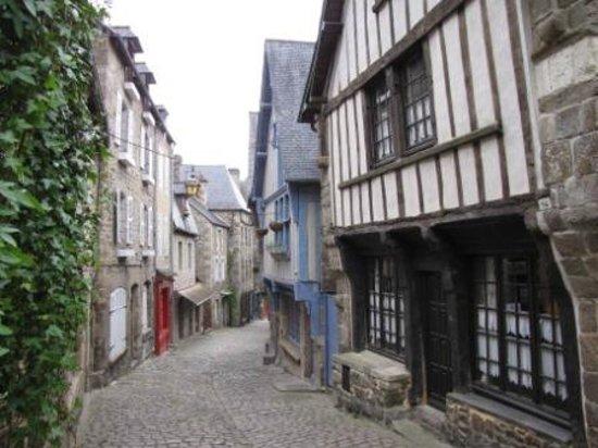 Le clos de Mai: Dinan - La rue du Jerzual