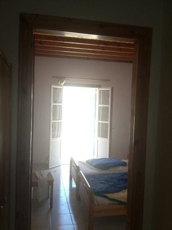 Anemos Hotel-Apartments & Studios: Anemos apartment bedroom and terrace doors