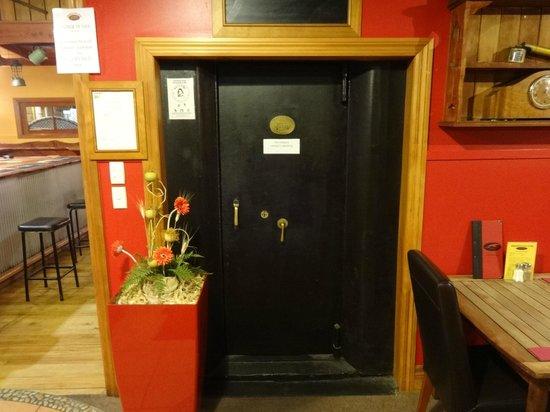 Denniston Dog Restaurant & Bar: Vault!