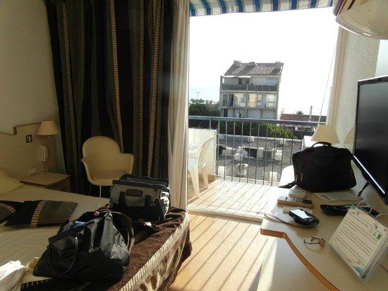 Hotel Centre Plage: chambre vue sur la mer ???
