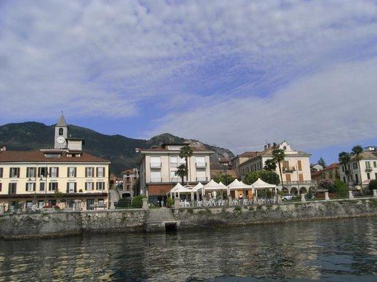 Hotel Elvezia : descente de l'hôtel vers le lac