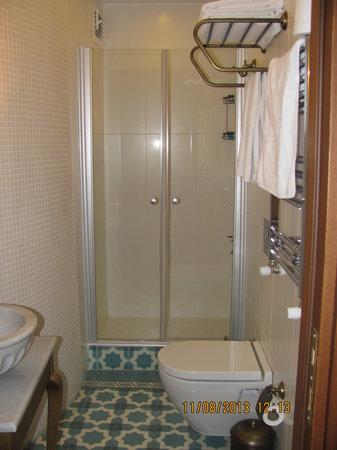 Merial Hotel: ванная комната