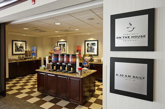 Hampton Inn Rochester-Irondequoit : On the House Breakfast