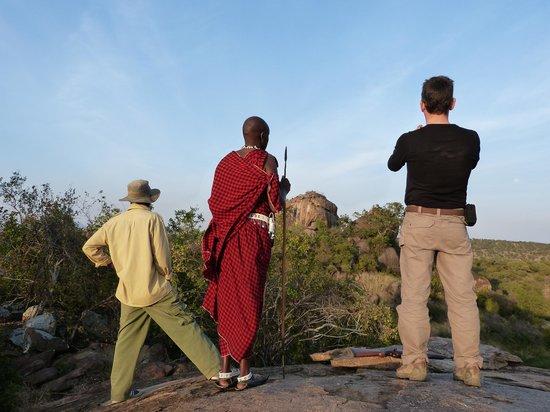 Kikoti Safari Camp: Game drive à pied dans la savane - Kikoti Camp - Avec mayana et Ketambo
