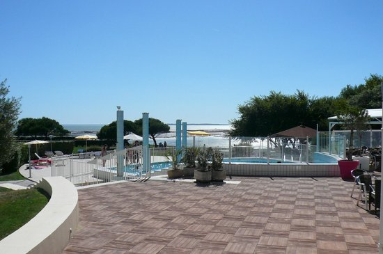 Port des minimes picture of mercure les 3 iles for Chatelaillon piscine