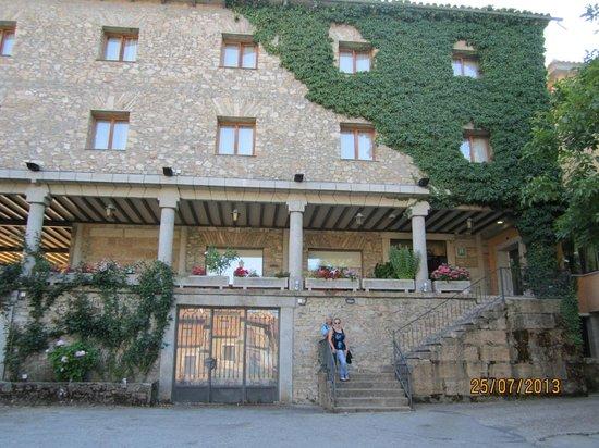 Las Batuecas: The impressive veranda overlooking the well looked after gardens.