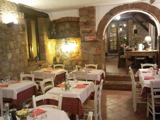Dal Conte al Picio Matto: Ristorantino tipico con un grande caminetto,per le Vostre serate romantiche.