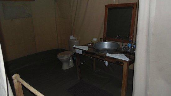 Nieleze Serengeti Camp: il bagno della tenda