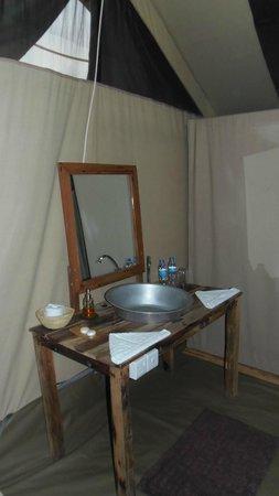 Nieleze Serengeti Camp: il lavabo