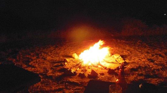 Nieleze Serengeti Camp: il fuoco la sera