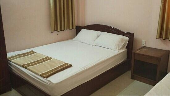 Thai Binh Duong Hotel: the bedroom are clean and the AC is cold