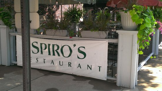 Spiro's Downtown Restaurant: beautiful patio seating