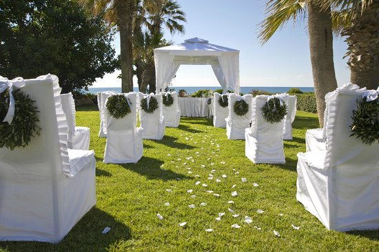 Louis Imperial Beach : Outdoor Wedding