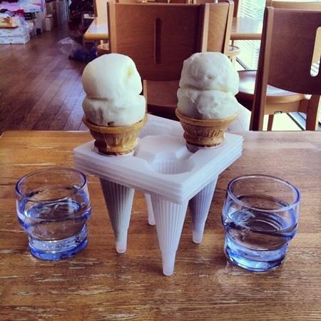 Cenotaph of Turkish Warship Distress: sorvete turco vendidos nas lojas