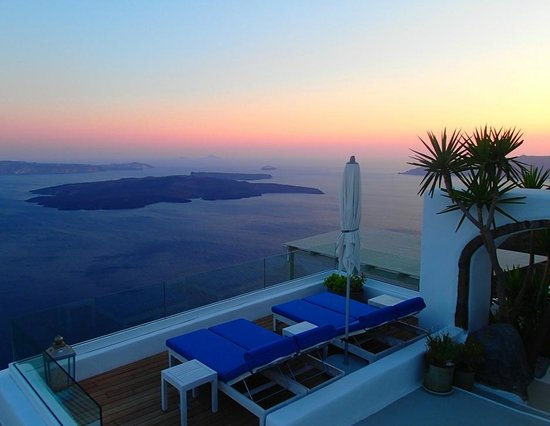 Iconic Santorini, a boutique cave hotel: Mesmerizing sunset colours