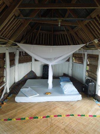 Tailua Beach Fales: Chambre dans la fale