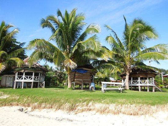 Tailua Beach Fales: Les fale