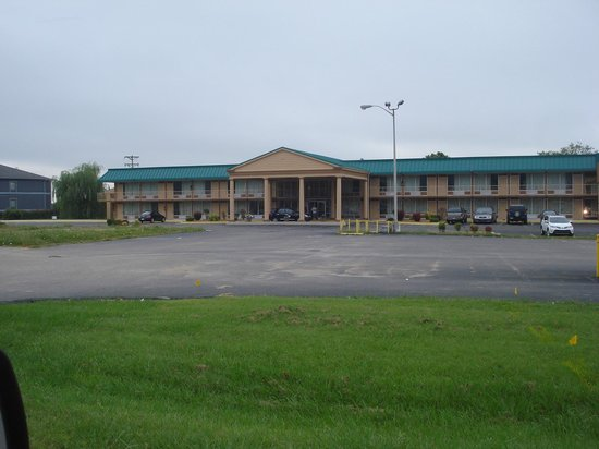 Red Roof Inn & Suites Cave City: Exterior