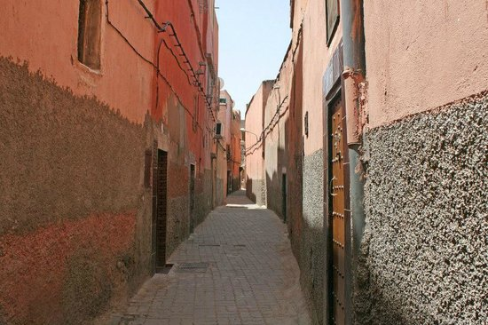 Alley to Riad Alaka - no cats today!