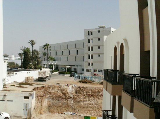 Oasis Hotel Agadir : hotel d en face ou nous avons passé une nuit heureusement