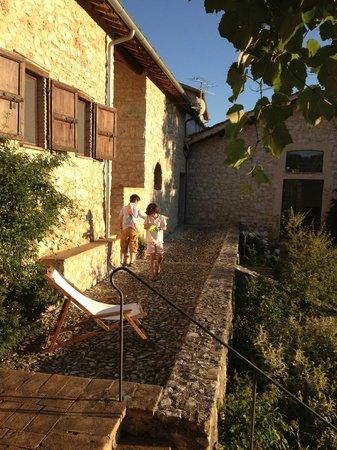 Pianciano: Casa della Roccia, la terrasse devant la maison