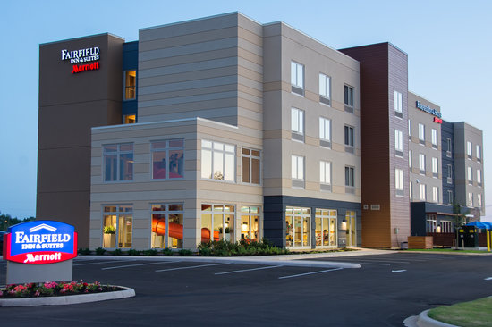Fairfield Inn & Suites by Marriott Moncton : Building Exterior