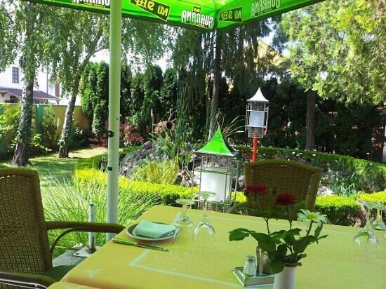 Surabaya Indonesian-Chinese restaurant : Surabaya garden