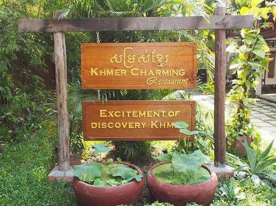 Khmer Charming Restaurant: Beautiful Gardens