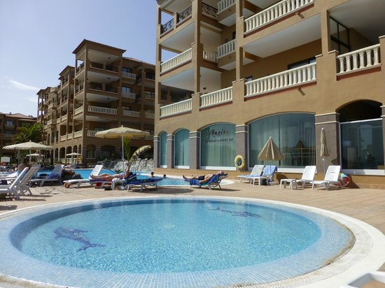 El Nautico Suites: View of the Suites from the pool area