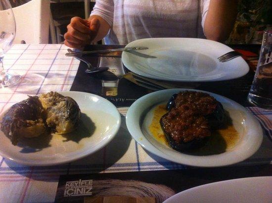 Lal Girit Mutfagi : asma yaprağına sarılı enginar dolması muhteşemdi
