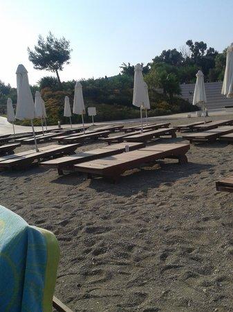 Barcelo Hydra Beach Resort: ξύλινη ξαπλώστρα χωρίς μαξιλάρι