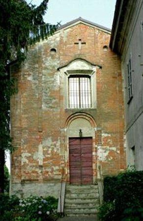 Valle Salimbene, Italia: La facciata della piccola chiesa.